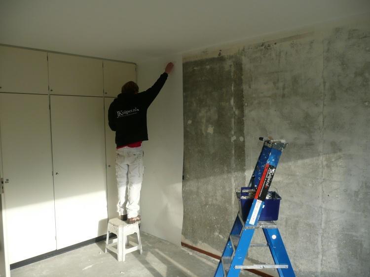 Wanden plakken met glasweefselbehang
