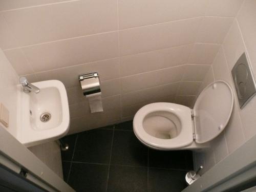 Renovatie in Den Haag (badkamer, keuken en toilet) 0