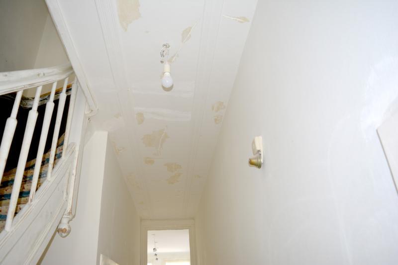 Oneffenheden in plafond