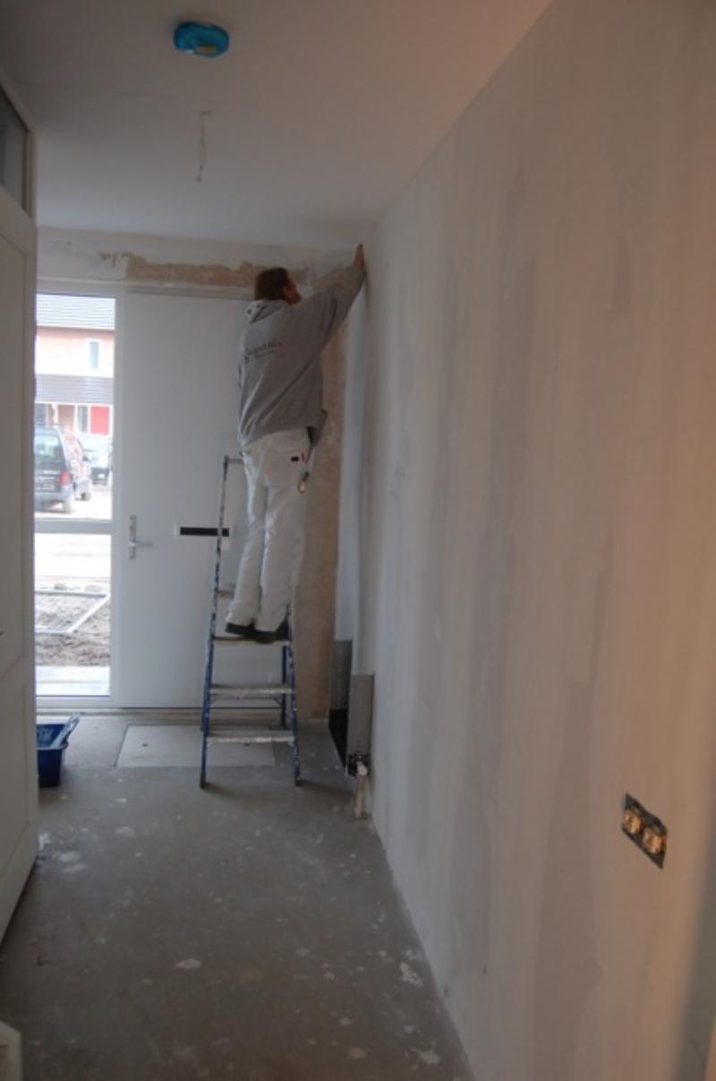 Vliesbehang aanbrengen in woning Den Haag 1
