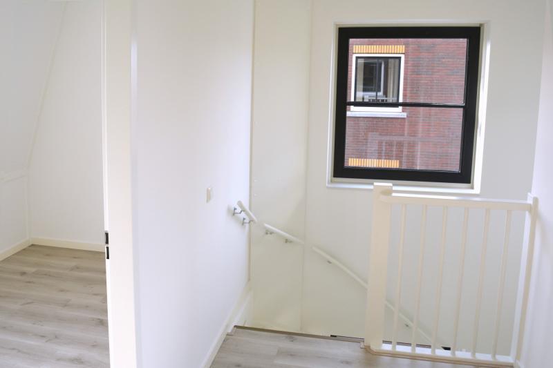 Zoldermuren met glasvliesbehang