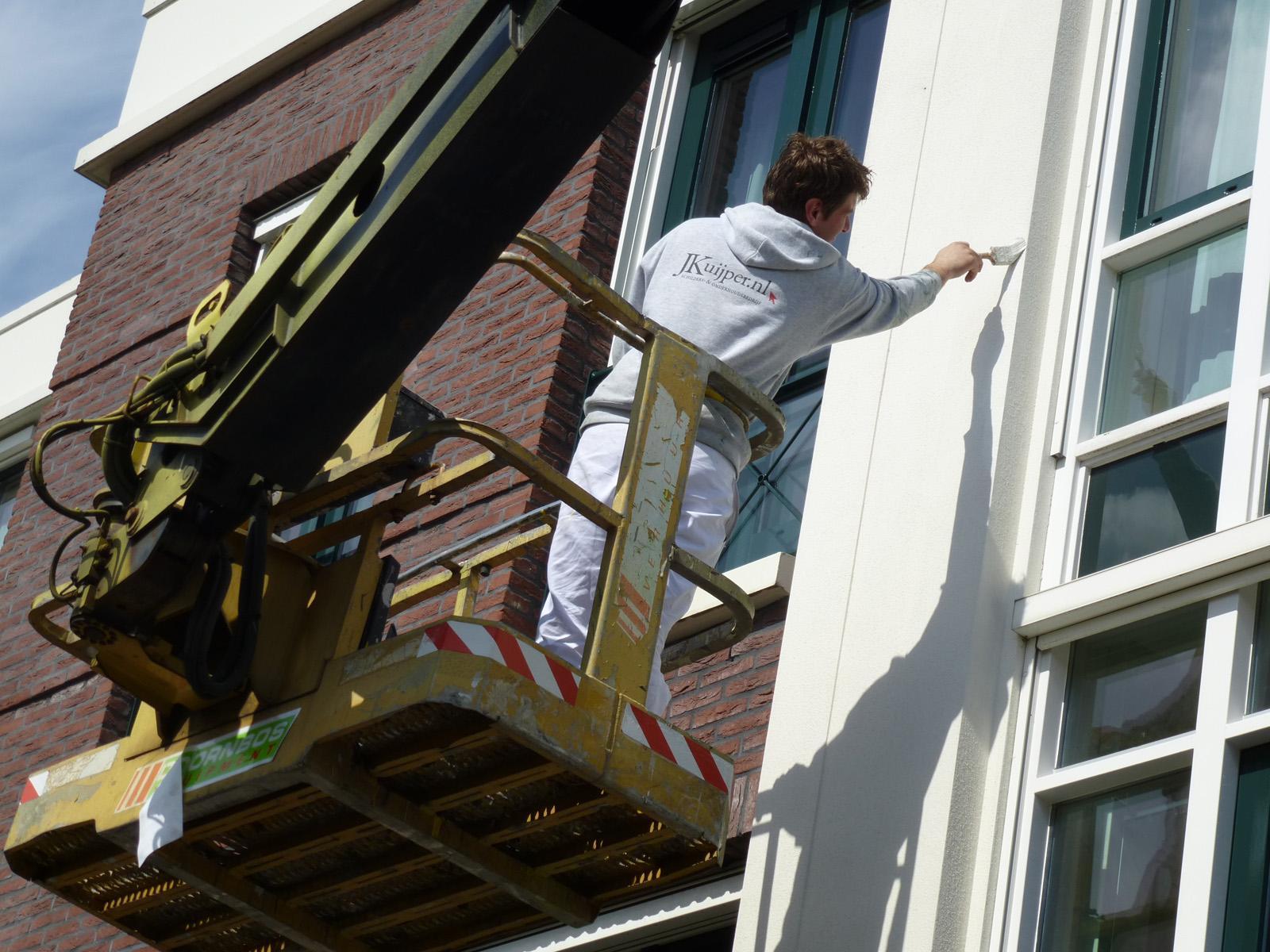 Schilderwerk op grote hoogte te Zoetermeer