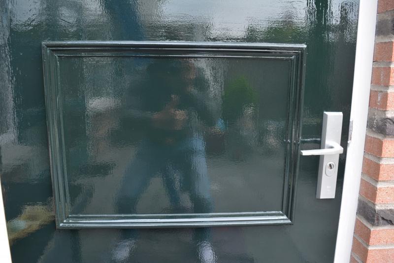 Closeup van de afgelakte buitendeur